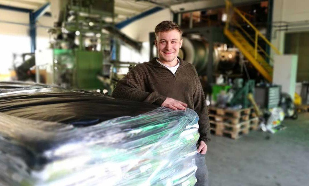 KLIMASCHUTZ IM PFERDESTALL: Jungunternehmer gehen mit Pflanzenkohle neueWege