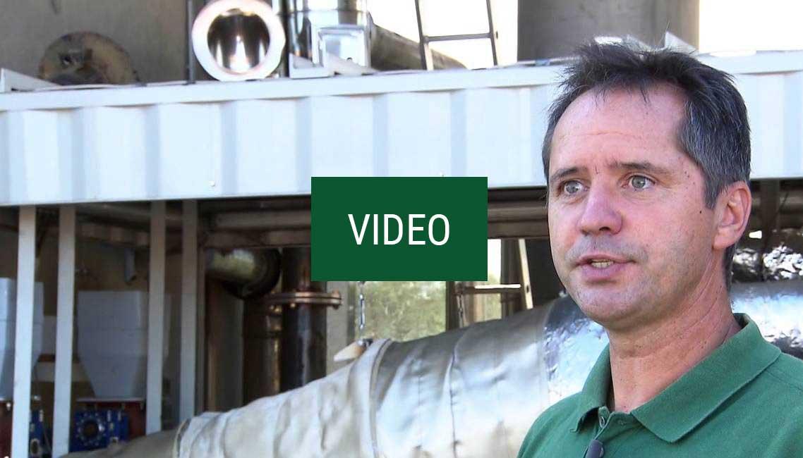 Video: MIT PFLANZENKOHLE NEUE WEGE IN DER ERDENHERSTELLUNG GEHEN